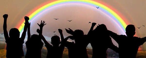 Kinder begeistert vom Lied vom Starken Händchen